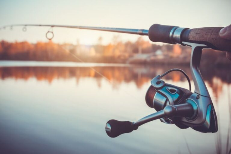 WHEN TO USE A SPINNING REEL AND A BAITCASTING REEL